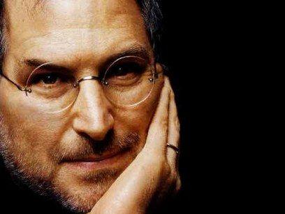"""Steve Jobs sigue """"al pie del cañón"""" desde su casa"""