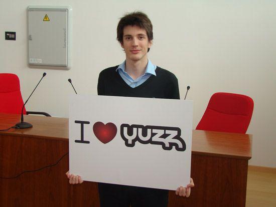 EDUARDO DE TORRES HERNANDEZ Entrevistamos a los chicos Yuzz de Málaga
