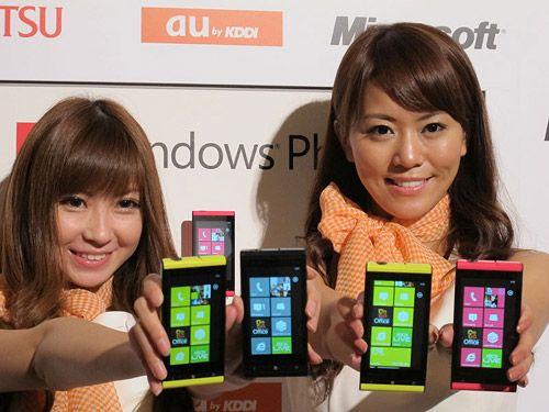 Toshiba-Fujitsu IS12T, primer smartphone con WP7 Mango 30