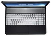 Amplio teclado con accesos directos musicales.