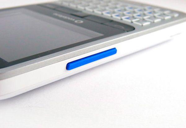 Vodafone 555 Blue, smartphone básico por y para Facebook 30