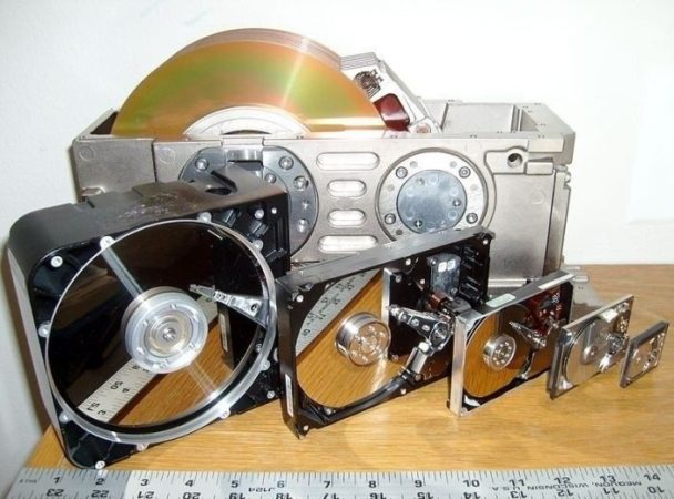 Evolución en tamaño de los discos duros magnéticos (1976-2011)