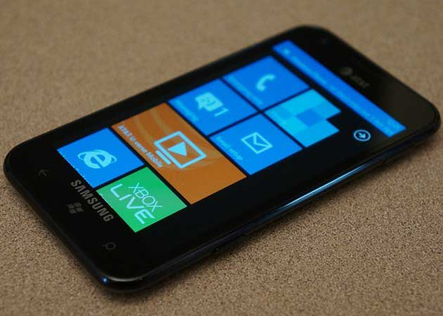 Microsoft presenta smartphones Windows Phone 7.5: Focus, Flash, Titan