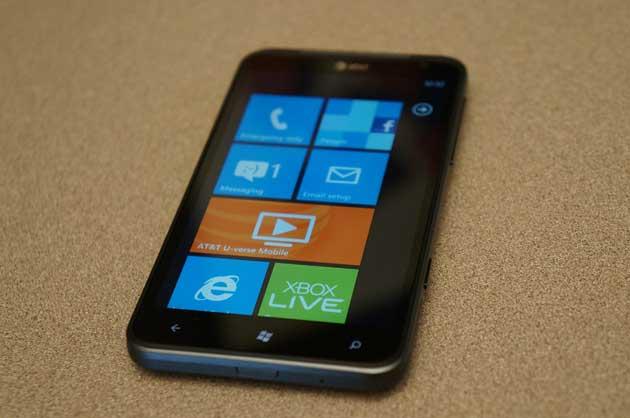 Microsoft presenta smartphones Windows Phone 7.5: Focus, Flash, Titan 32