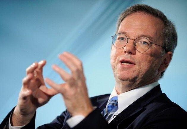 """Eric Schmidt admite que Siri es una """"amenaza competitiva"""" para Google"""