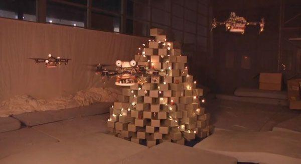 Quadcopter que construye un árbol de Navidad