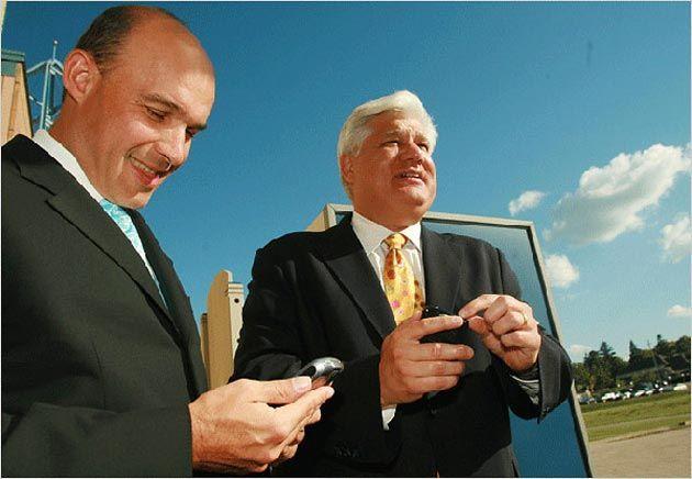 Los CEOs de RIM renuncian a sus cargos directivos