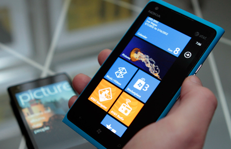 [CES 2012] Nokia Lumia 900, Windows Phone por la puerta grande