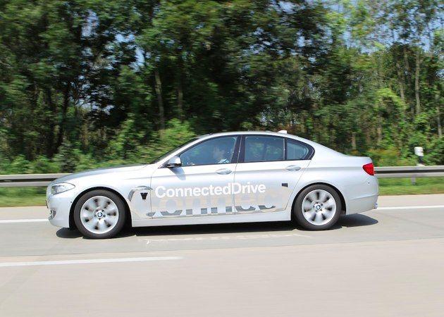 BMW prueba un sistema de conducción automática en una autopista 30