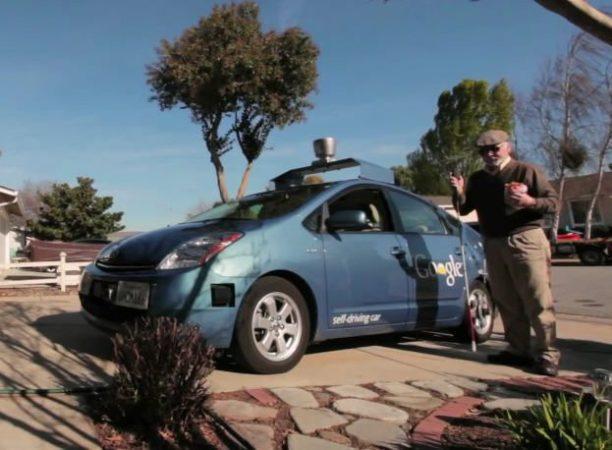El coche autónomo de Google lleva de paseo a un invidente