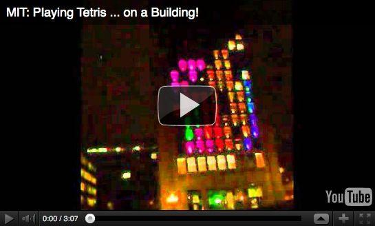 Tetris gigante en fachada de edificio