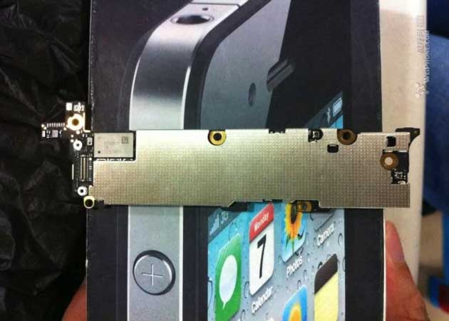 ¿Es ésta la placa base del iPhone 5? 28