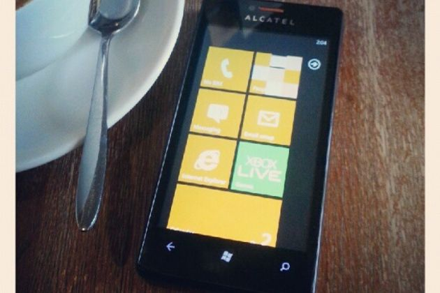 Alcatel prepara un smartphone One Touch con Windows Phone 27