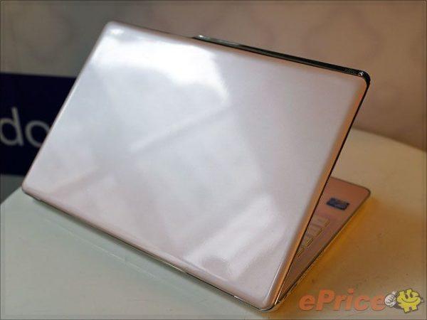 ¿Chica busca Ultrabook? Fujitsu LifeBook CH702 35