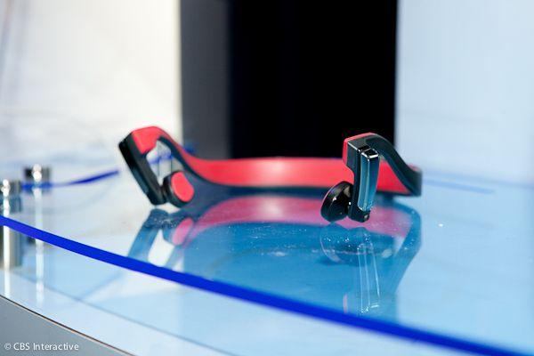Panasonic presenta auriculares seguros, transmiten el sonido vía tu hueso