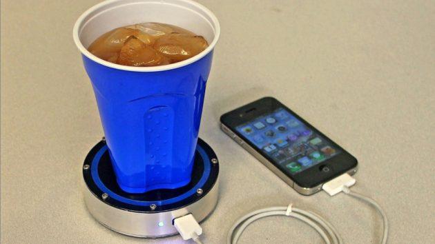 Un café o tu refresco podrá cargar tu móvil con OnE Puck 29