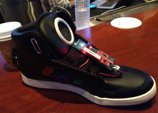 Tras Google Glass, llega 'Shoe Talking' 30