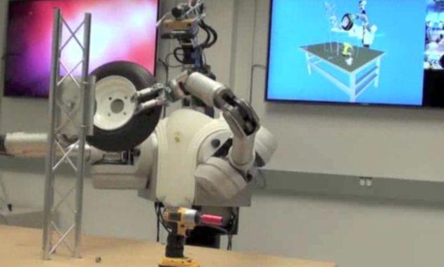 ¿Sabes cambiar una rueda? Ya hay robots que lo hacen por ti