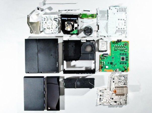 Yasuhiro Ootori desmonta por completo la PS4 j09321332