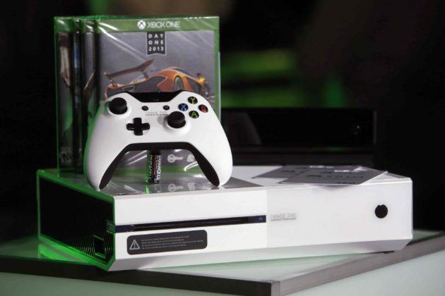 Arreglando el lector de Xbox One con unos cuantos golpes (vídeo)