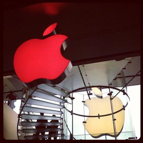 Apple se viste de rojo el Día de la Lucha contra el SIDA