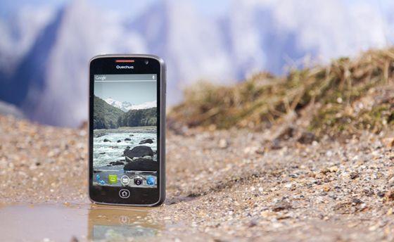Quechua Phone prueba su resistencia al agua y muere en el intento
