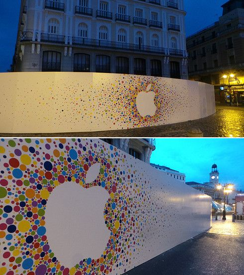 El logo de Apple luce en la Puerta del Sol