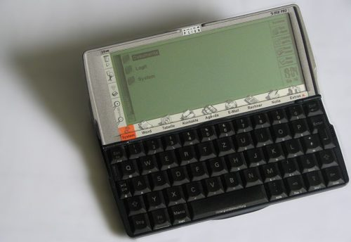 1024px-2005-04-16_Psion_Serie_5mx_PRO_24MB_beschn_unscharf_scharf