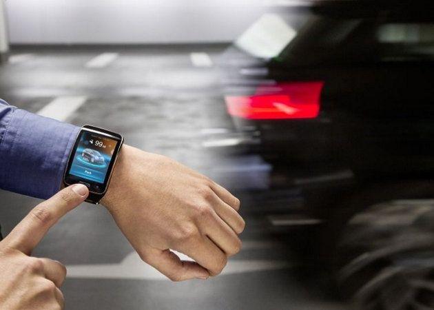 Aparcando un coche con un smartwatch