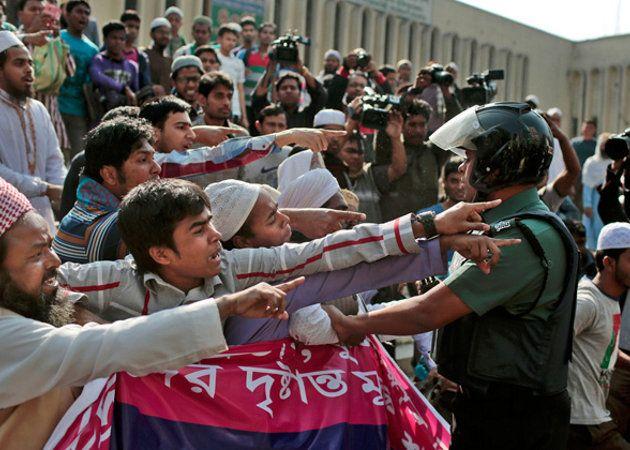 Bangladesh bloquea las apps de mensajeria para frustrar las protestas de los ciudanos