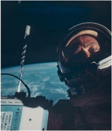 autofoto tomada en el espacio
