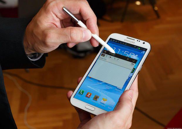 Galaxy Note 2 salvó la vida de un policía
