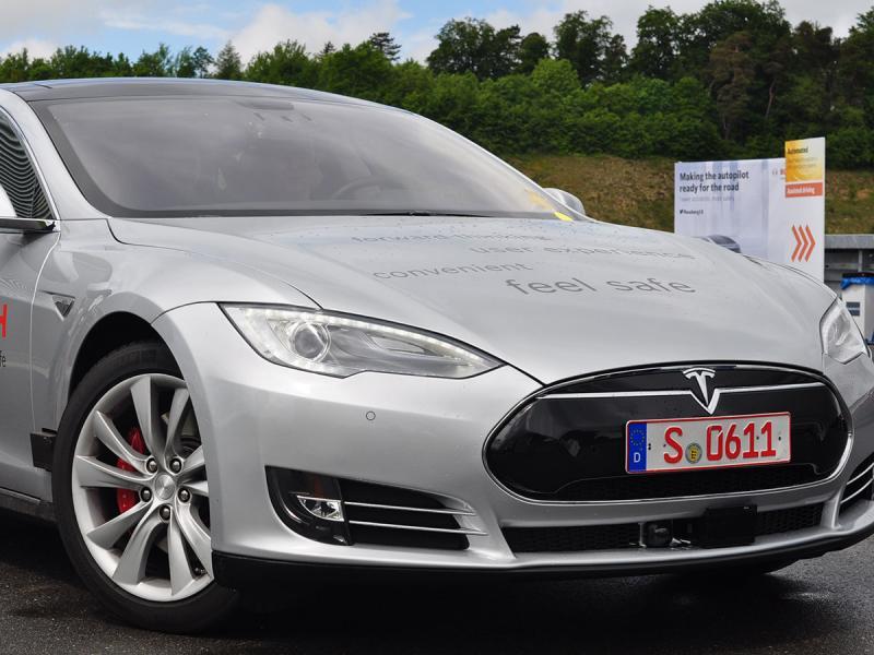 Bosch convierte un Tesla S en un vehículo autónomo con Ubuntu 27