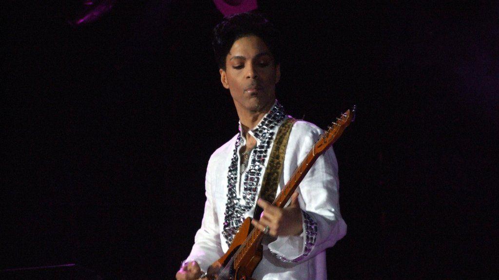 Prince saca sus canciones de casi todos los servicios de streaming