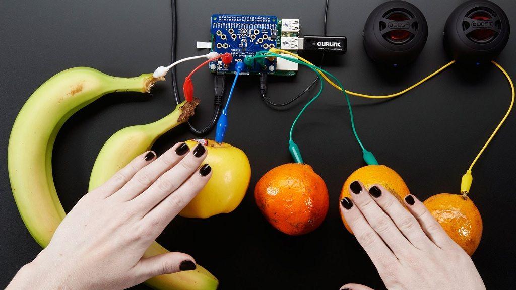 Convierten Raspberry Pi y frutas en un piano 27