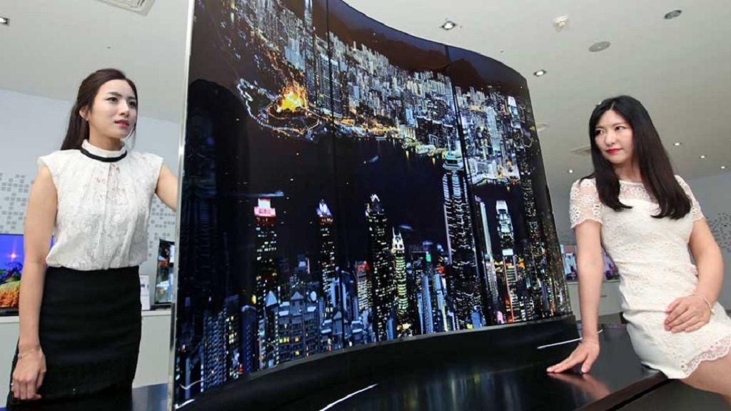 """LG muestra impresionante TV OLED de 111"""" curvada y a doble cara 29"""