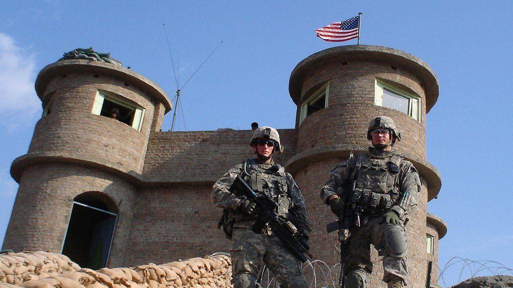 Estados Unidos quiere proteger sus bases con torretas en vez de humanos