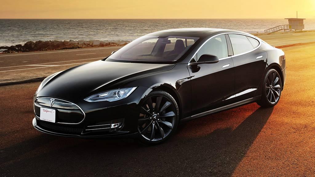 Nueva versión del piloto automático del Tesla S para el 15 de octubre