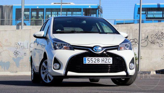 Toyota-yaris-hybrid-02