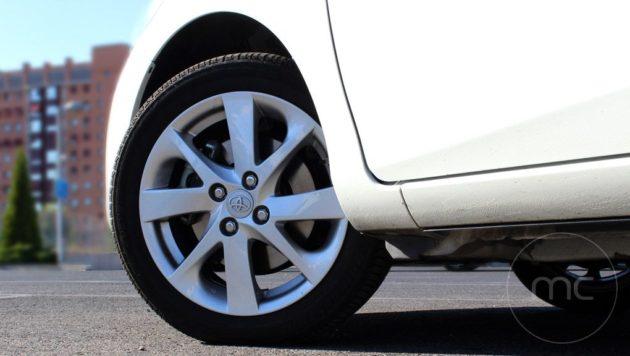 Toyota-yaris-hybrid-09
