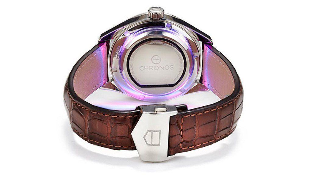 Chronos, el adhesivo que convierte tu reloj estándar en un smartwatch