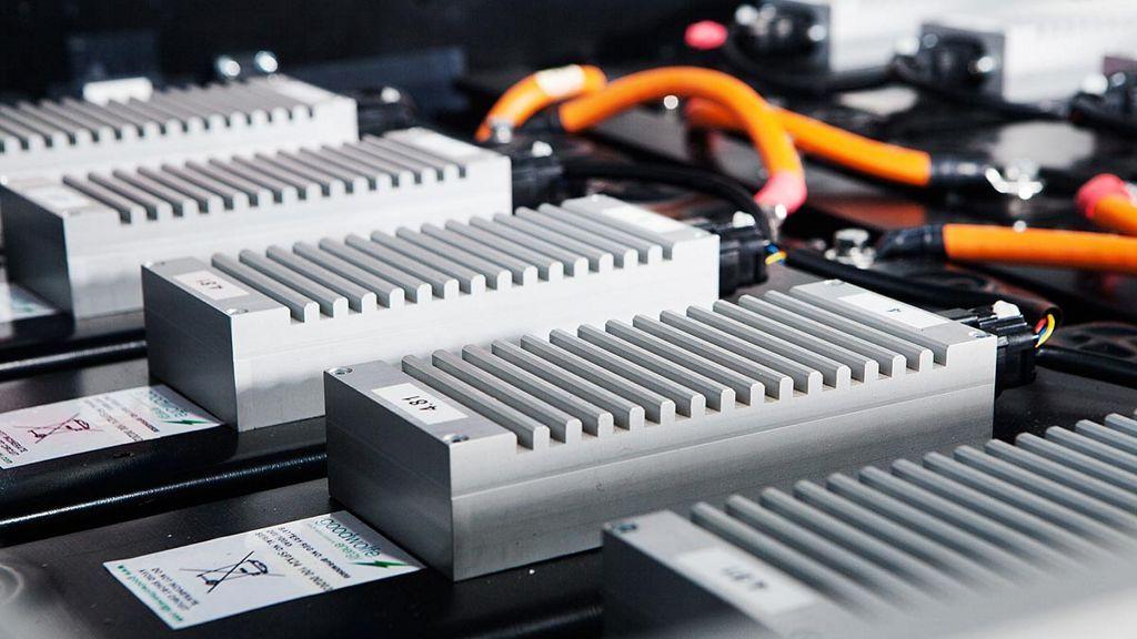 Daimler reutiliza baterías de vehículos para almacenar energías renovables