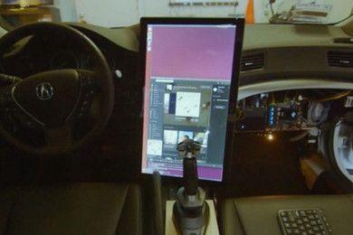 El hacker de iPhone crea un coche autoconducido con Linux