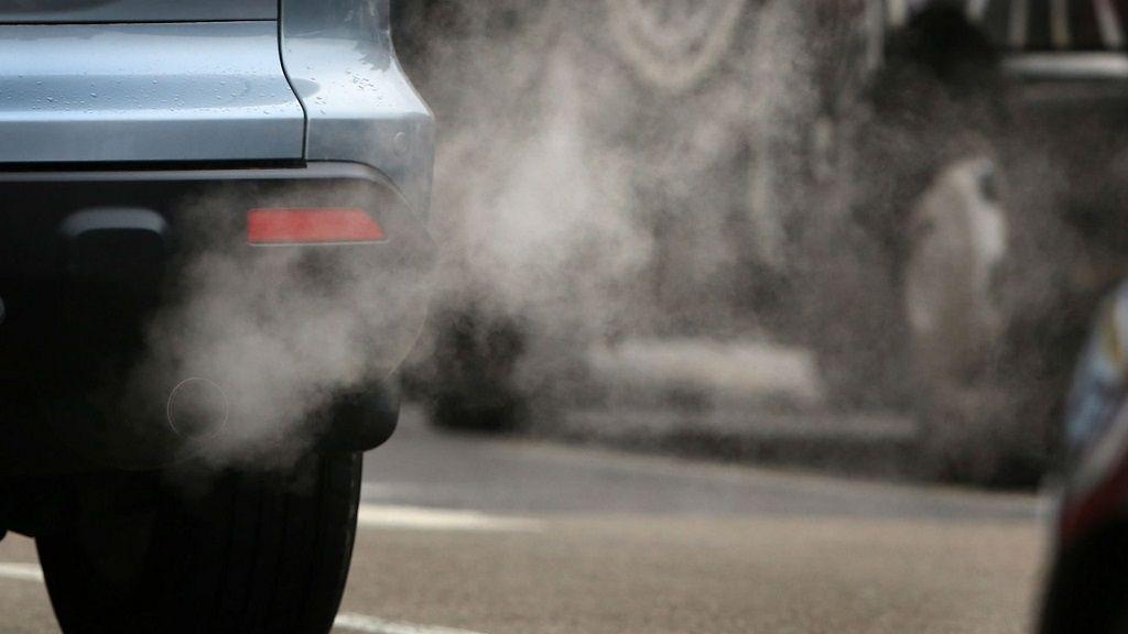 Europa prohibirá los coches contaminantes en ciudades 30