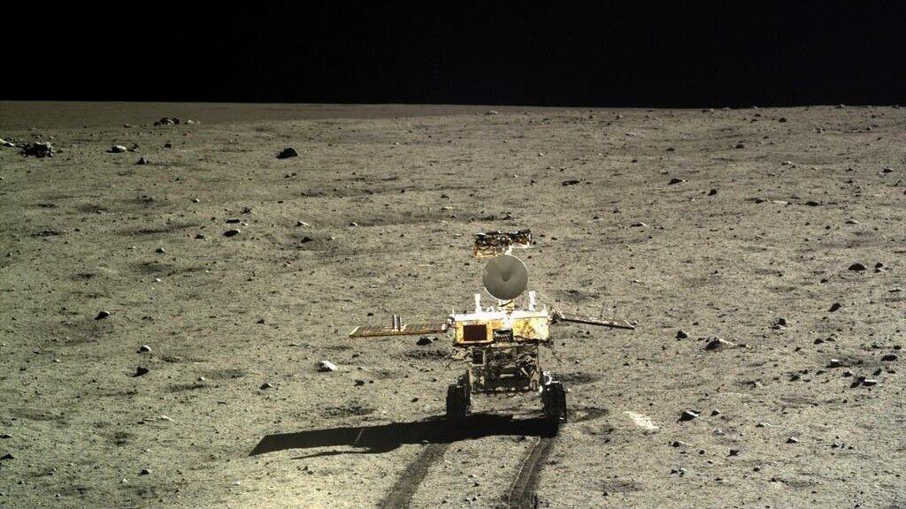Descubren nueva piedra volcánica en la Luna 28