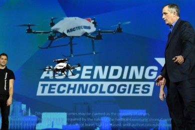 Intel pone en el aire 100 drones con un único controlador