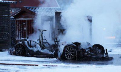 Tesla Model S arde por completo mientras recargaba 89