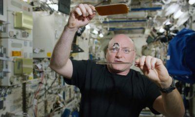 Jugando al ping pong con una pelota de agua, sólo en la ISS 110