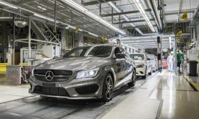 Mercedes cambia a los robots por personas 47