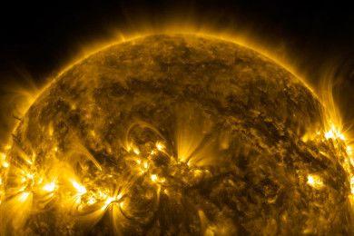 Disfruta de la corona danzante del Sol en vídeo